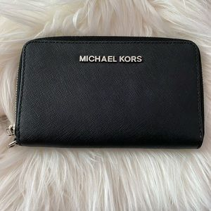 Michael Kors Leather Phone Case Wristlet/Wallet